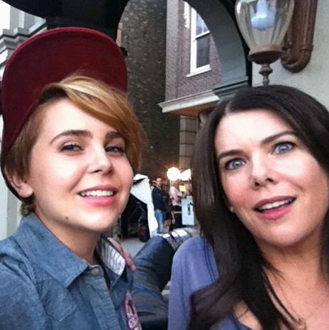 Mae Whitman and her TV mom, Lauren Graham